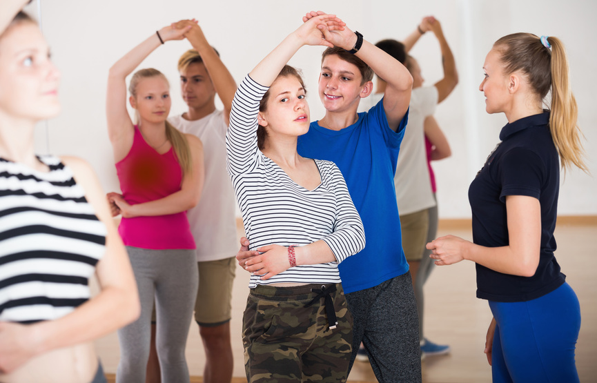 Fotolia.com/157514063 - Portrait of young people studying of partner dance © JackF